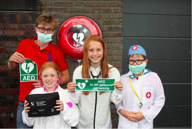 VAR NIEUWS: Nu ook een AED in de woonwijk Cronenburgh Loenen