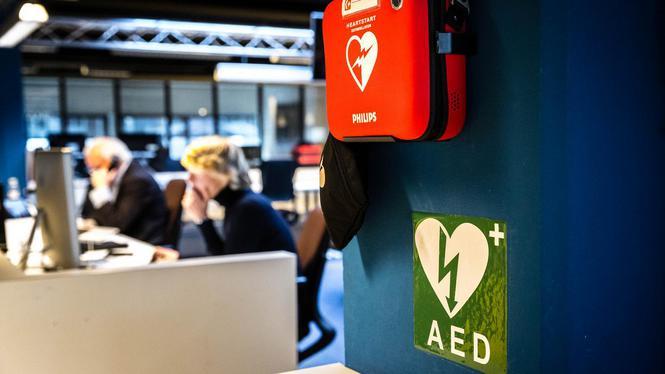 Promovenda Zijlstra: Plaats AED's aan gevels van woonhuizen, daar kunnen we mensenlevens mee redden
