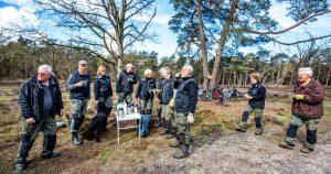 Vrijwilligers op de Hoorneboegse Heide bij Hilversum