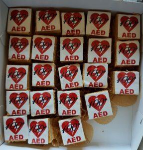 gebakjes met 100e AED erop